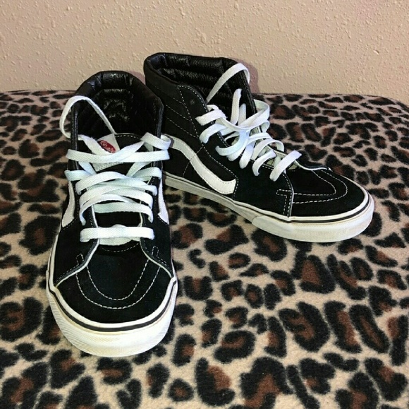 61ab4d27d7 High Top Old Skool Vans Black White Lace Up 9. M 5c3a05f79539f7788696da27